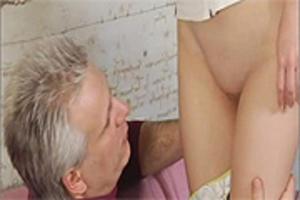 judo Geil meisje neukt haar vibrator op webcam