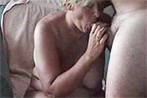 grote dildo Opa neukt sletje op het perron