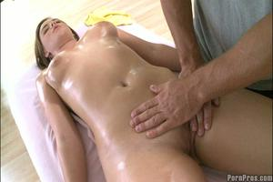 massage sex body huisvrouw geeft massage